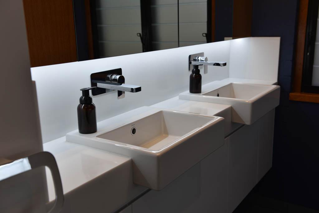 mewald building dual white sink underneath mirror
